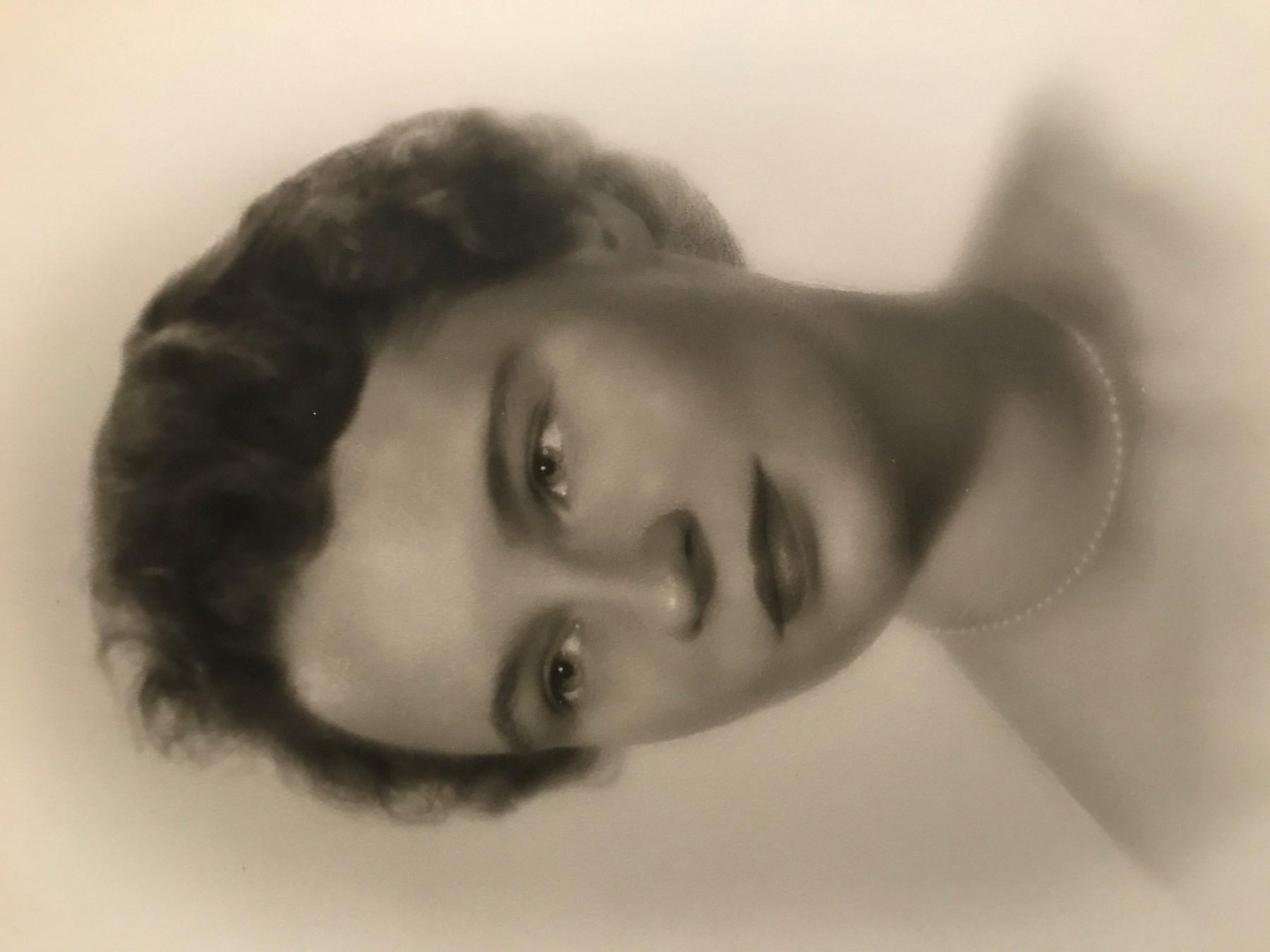 Zehra Naqvi,Kate Beahan Sex pic Bob Hope (1903?003 (naturalized American citizen),Lydia Hearst