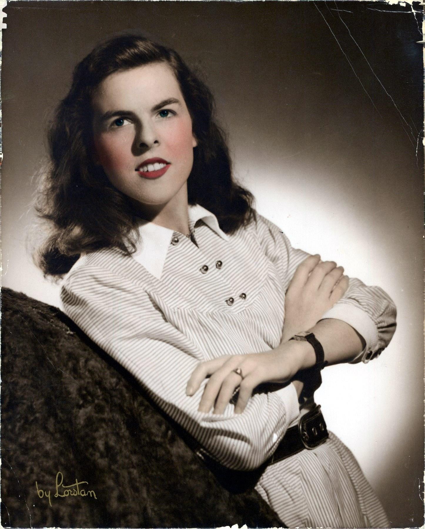 Mrs. Kathleen  Davis