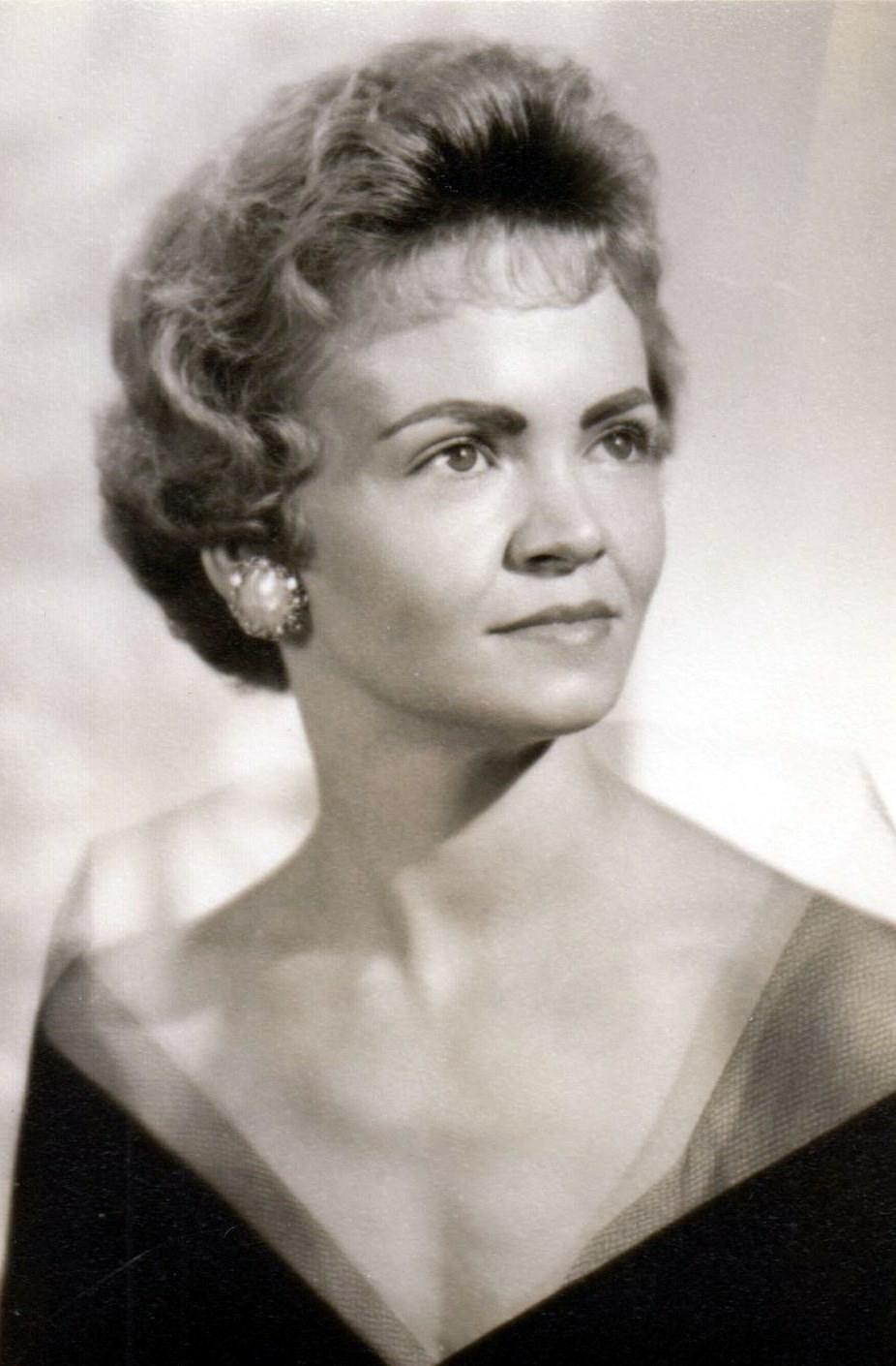 Helen Maxine  Dickinson