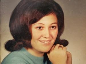 Cindy Lee  Leach